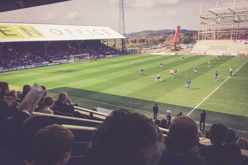 Oldham Athletic - Coventry City, Boundary Park, Oldham
