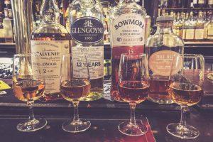Scotch Tasting im Pub in Schottland
