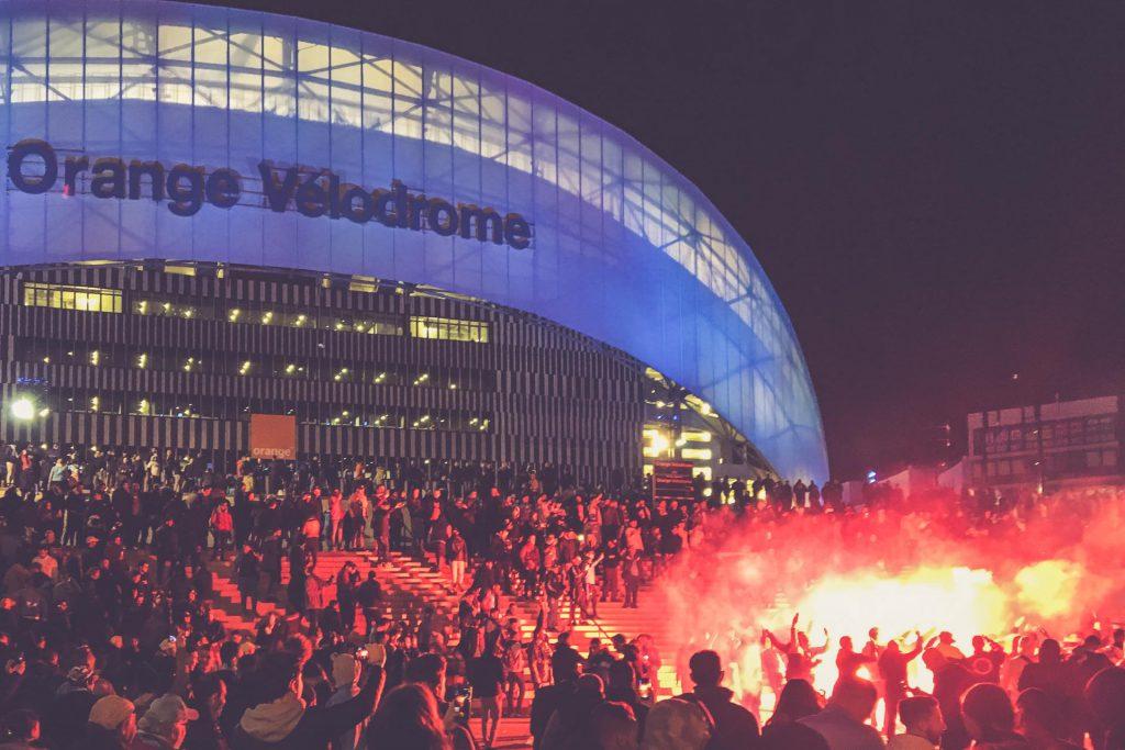 Fans vor dem Stade Vélodrome, Marseille