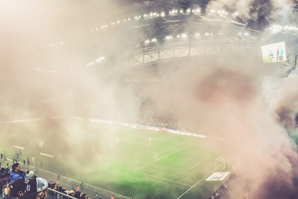 Stade Vélodrome - Rauchschwaden