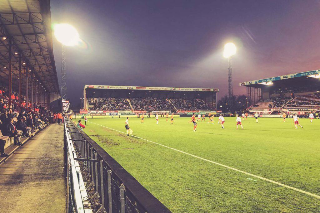 Guldensporenstadion Seitenlinie - KV Kortrijk, Belgien
