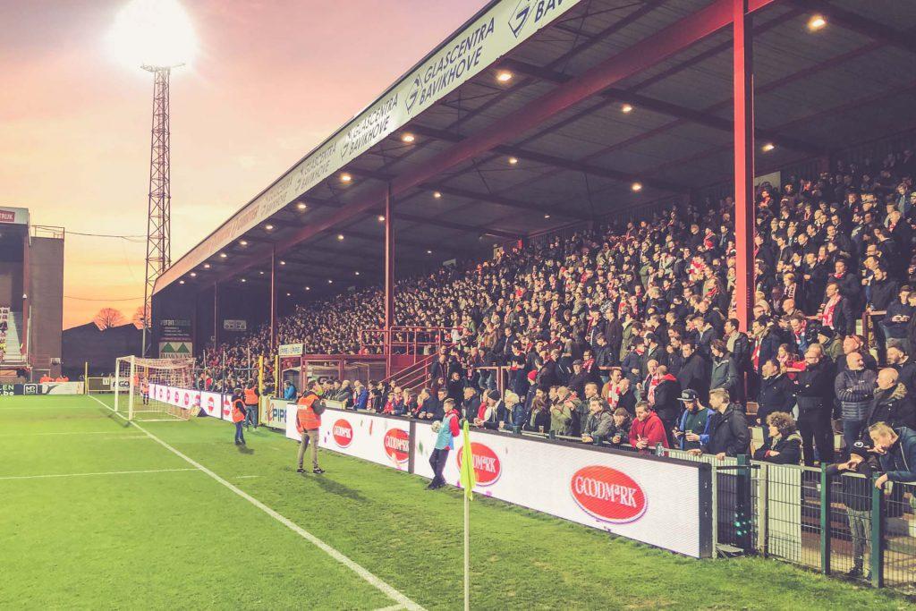Guldensporenstadion Fanblock - KV Kortrijk, Belgien