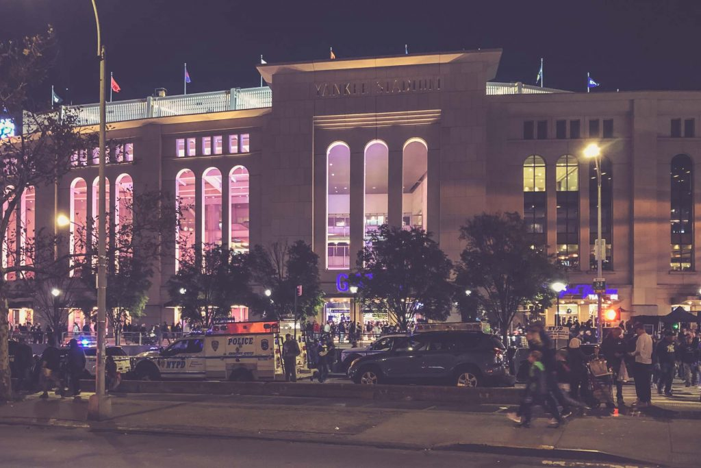 Yankees Stadium, New York City - Eingang nachts