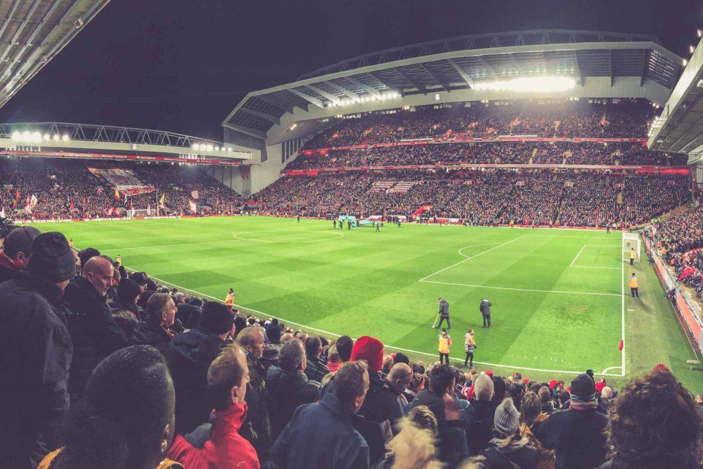 Anfield Road, Liverpool - Flutlichtspiel