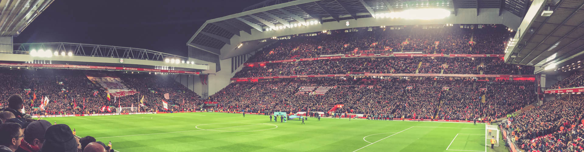 Anfield Road, Liverpool - Flutlicht Panorama